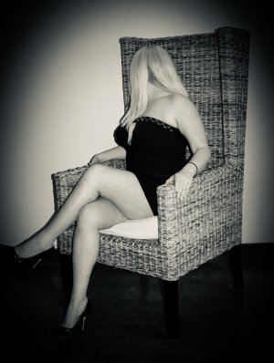 Doussou brunette escorts Glassmanor, MD