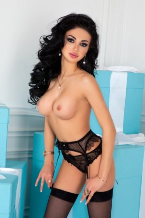 Indira escorts in Finneytown
