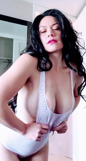 Carelle outcall escort Harvey, IL