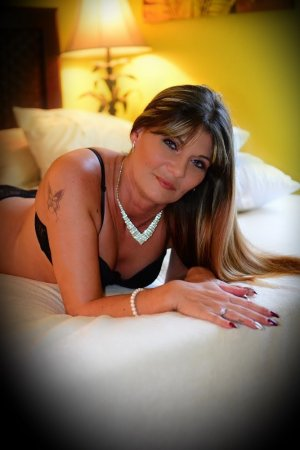 Roze brunette outcall escort Watertown Town